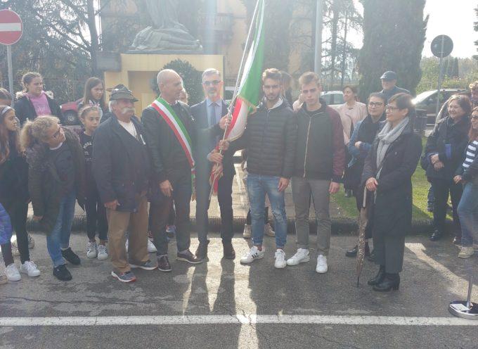 Festa delle Forze Armate, un Tricolore agli studenti del Benedetti