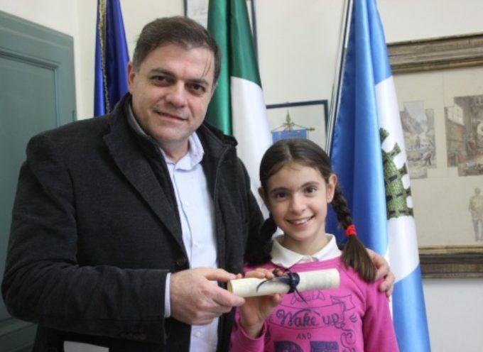 la giovane pietrasantina Matilde Andreozzi ricevuta dal sindaco