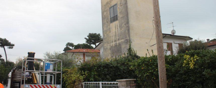 PIETRASANTA :Disservizi: illuminazione pubblica a Fiumetto, riparato il guasto