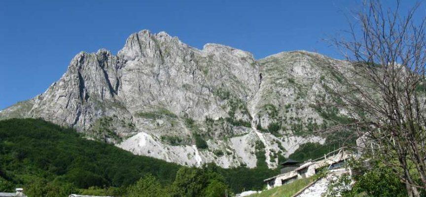 Le Alpi Apuane per gli alpinisti Escursione nella natura L'anello della Tambura da Campocatino