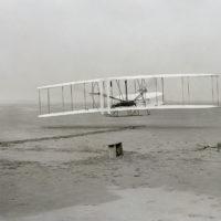 Accadde oggi, 17 Dicembre: 1903, i Fratelli Wright riescono per primi a far volare un aereo