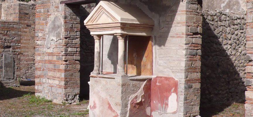 Nell'Antica Roma, 3-5 Gennaio: Feste di Compitalia, Feste dei Lares, Geni dei campi presenti nelle edicole agli incroci delle strade