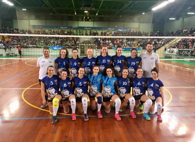 Seravezza –  congratulazioni alle ragazze del VP Volley per il successo nel torneo giovanile di Rovereto