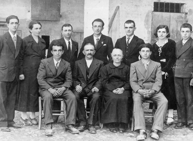 ACCADDE OGGI –   il 28 dicembre 1943, i sette fratelli Cervi (Gelindo, Antenore, Aldo, Ferdinando, Agostino, Ovidio ed Ettore) furono fucilati dai fascisti