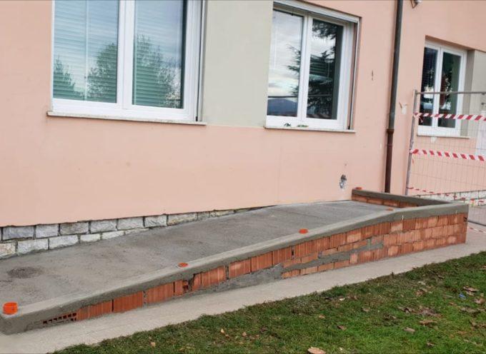 Scuola di Borgonuovo: lavori in corso per la realizzazione di una passerella per bimbi con disabilità