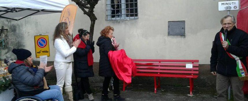 Panchina rossa inaugurata IERI a PONTE ALL ANIA. LA N 64