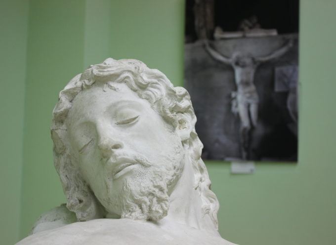 PIETRASANTA: bozzetti sacri a Palazzo Panichi, in mostra anche il Cristo di Piero Tacca