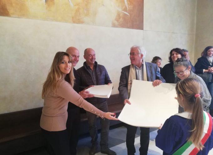 Madonna del Sole: la preziosa carta magnani per gli alunni delle scuole di Pietrasanta, la donazione del comitato Gierut