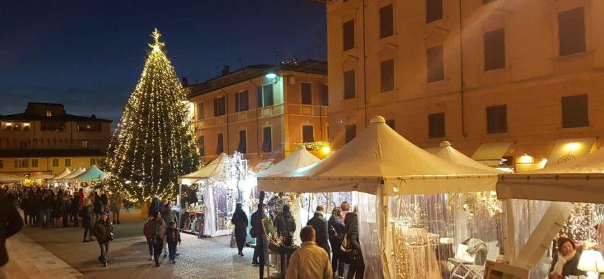 Pietrasanta: un Natale a misura di bambino, addobba l'albero della tua città
