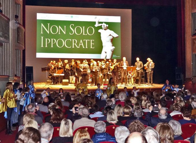 """TEATRO DEL GIGLIO SOLD OUT PER """"NON SOLO IPPOCRATE"""", SPETTACOLO DEI MEDICI ARTISTI ITALIANI."""