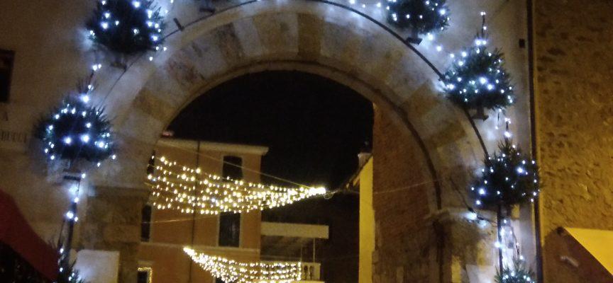 Pietrasanta, ultimi preparativi per il Capodanno in piazza