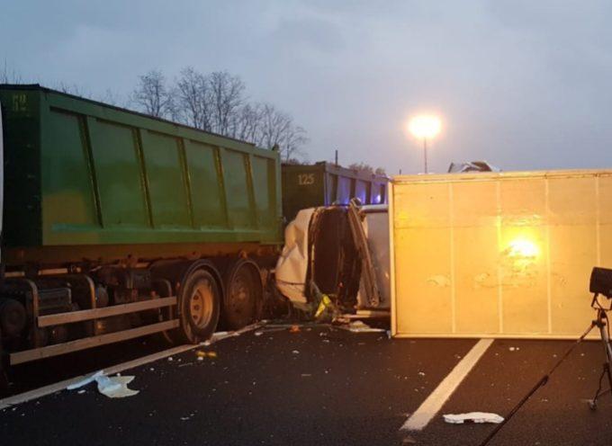 E' stata chiusa il tratto di autostrada della A11 Firenze-Mare  fra Altopascio e Capannori a causa di un incidente