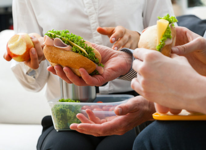 Pranzo al lavoro: consigli per un'alimentazione equilibrata