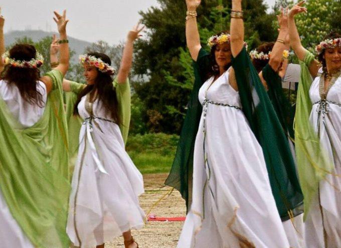Nell'Antica Roma, 2 Febbraio: secondo ed ultimo giorno della Festa a Giunone Sospita-Propizia, con il rito delle vergini che gettavano una focaccia ad un serpente dentro una grotta