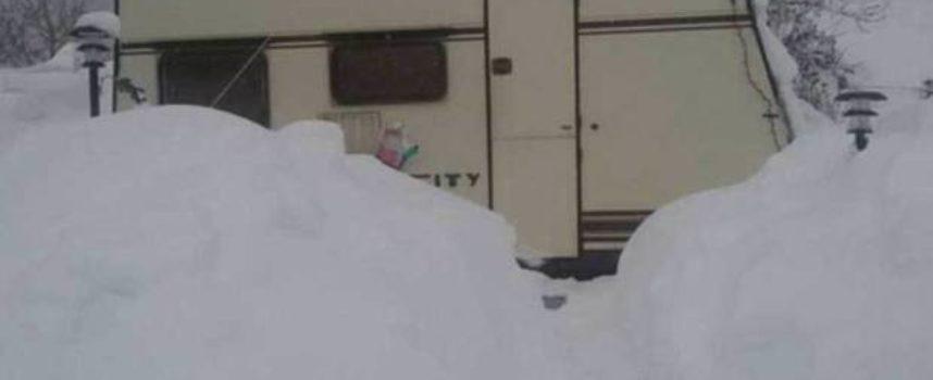 Terremotato muore mentre dorme in roulotte: temperatura era a -17
