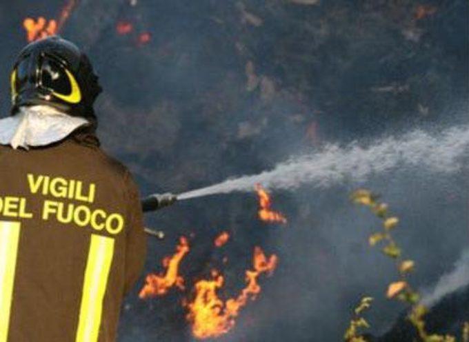 Incendio a Marginone, in via Mammianese, in un deposito di materiale edile: