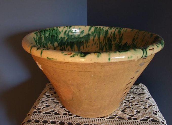 I vecchi recipienti di una volta: terracotta smaltata