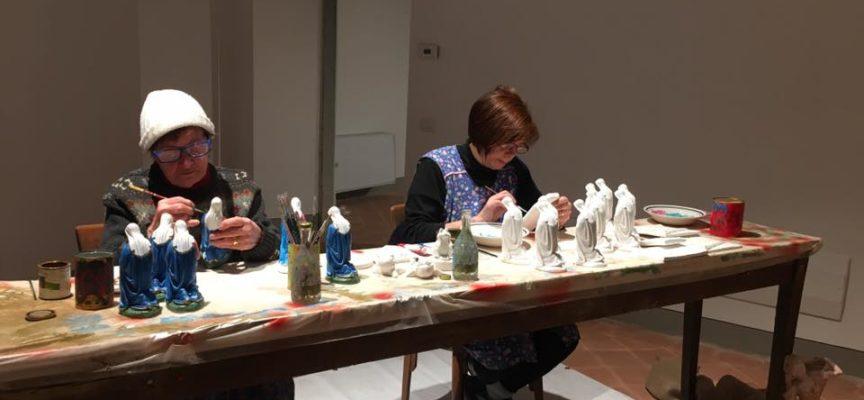 Giani, a Coreglia, ha visitato l'evento: Storia di un presepe, che ripercorre, grazie ad artigiani locali, tutte le fasi della lavorazione della figurina di gesso.