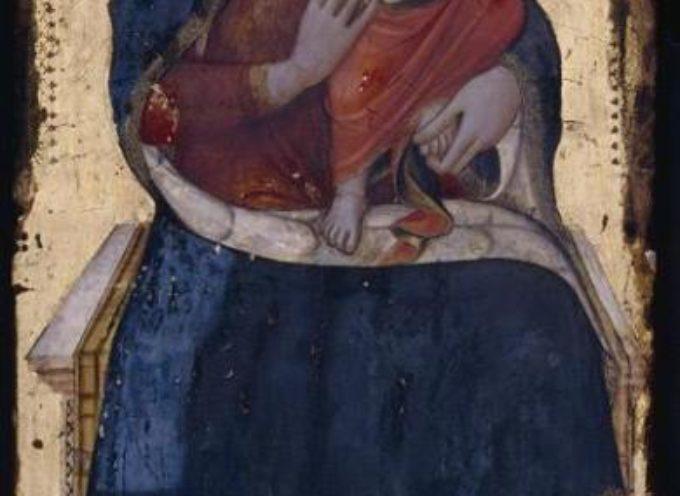 una bellissima Madonna col il Bambino è visibile nella Chiesa di San Michele a Castiglione di Garfagnana.