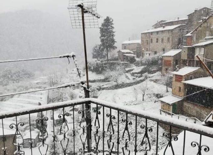 Neve anche sulle colline di capannori,  a Ruota e Matraia.