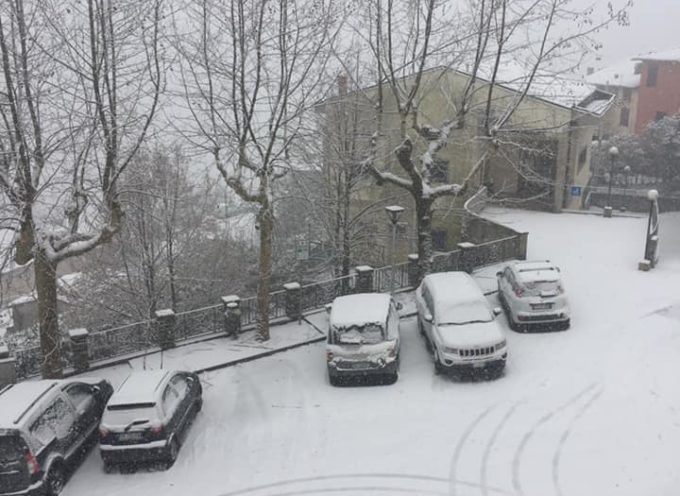 Sta nevicando forte in tutto il Comune.  DI PESCAGLIA