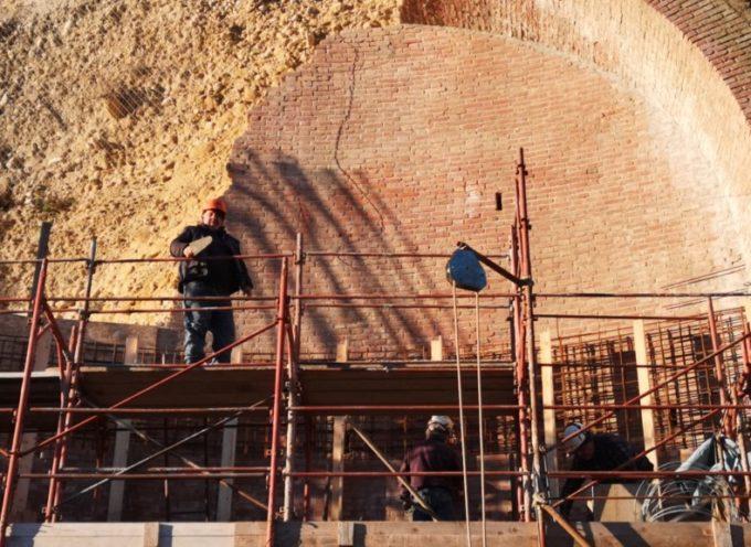 Avanti tutta per i lavori agli archi della Ripa del Duomo di Barga