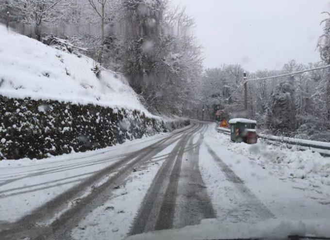 La Prefettura invita a non mettersi in viaggio e a evitare escursioni in zone montane