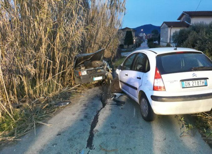 Incidente stradale  tra auto a Massarosa: un ferito