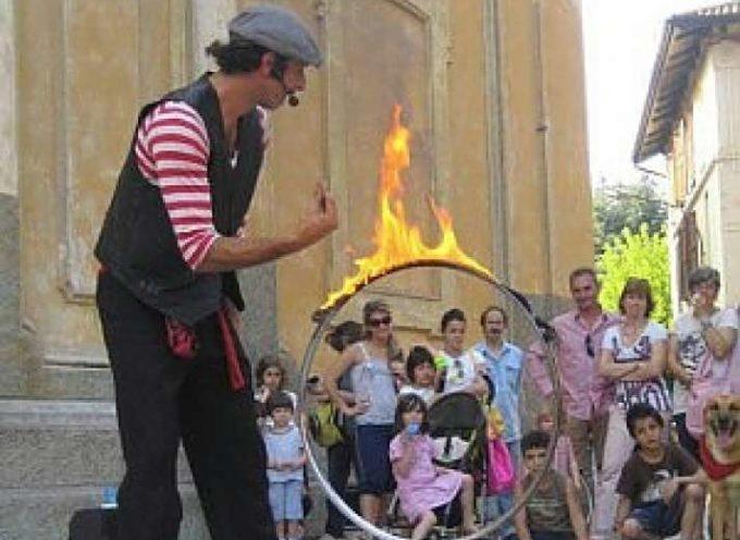 LUCCA – Artisti di strada: le mura urbane e 13 piazze dedicate alle esibizioni estemporanee in città