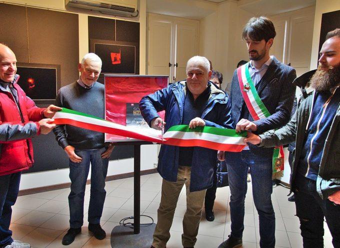 """CAPANNORI – Inaugurata la mostra """"Scorci notturni"""" di Guido Sodini"""