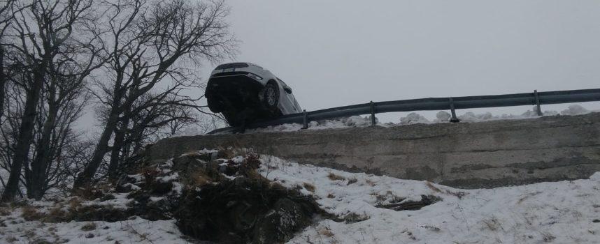 Illesi  per miracolo i 5 occupanti brasiliani della vettura finita fuori strada a san pellegrino in Alpe oggi pomeriggio