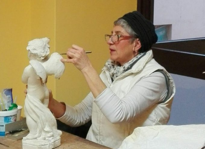 """Museo dei Bozzetti, restauro dimostrativo """"in diretta"""" a Palazzo Panichi con Daniela Dini"""