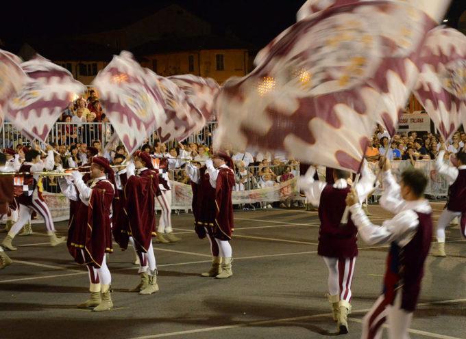 Seravezza – Querceta si candida per ospitare la Tenzone Aurea, massima competizione nazionale per sbandieratori e musici in costume storico