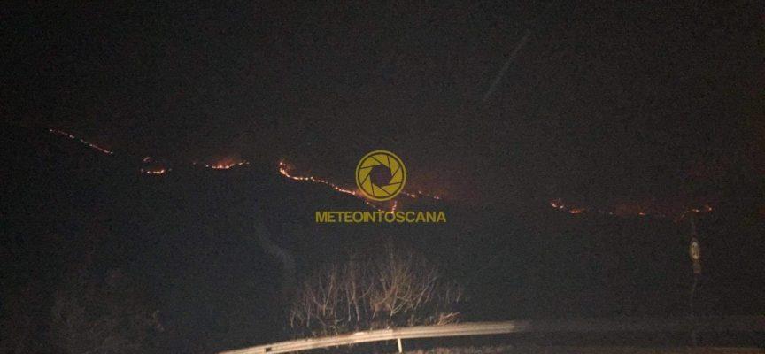 fiamme anche in alta Garfagnana :
