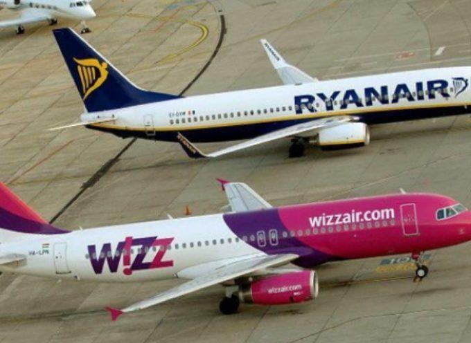 Antitrust, multe milionarie per Ryanair e Wizz Air. Nel mirino dell'autorità italiana le nuove regole delle due compagnie sul bagaglio a mano.