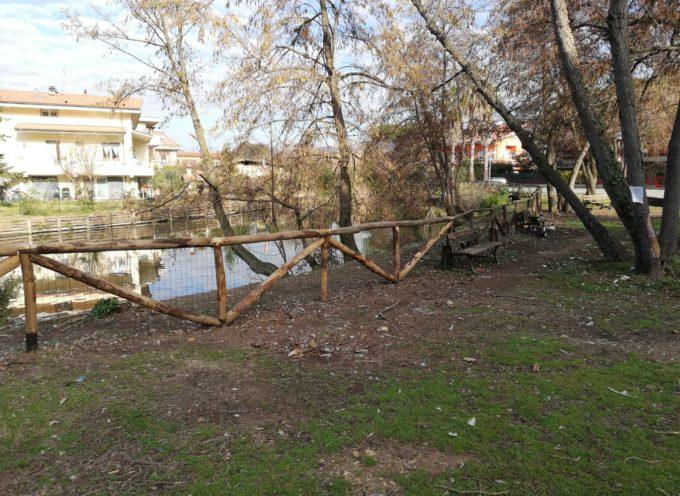 Consorzio, ripristinata recinzione in via tagliamento, danneggiata da albero caduto nell'alveo del Brugiano