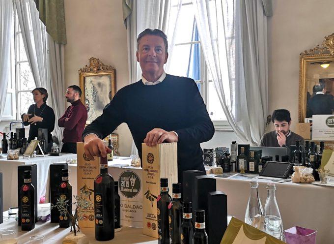A ExtraLucca il riconoscimento all'olio di Renzo Baldaccini dell'azienda San Lorenzo di Moriano