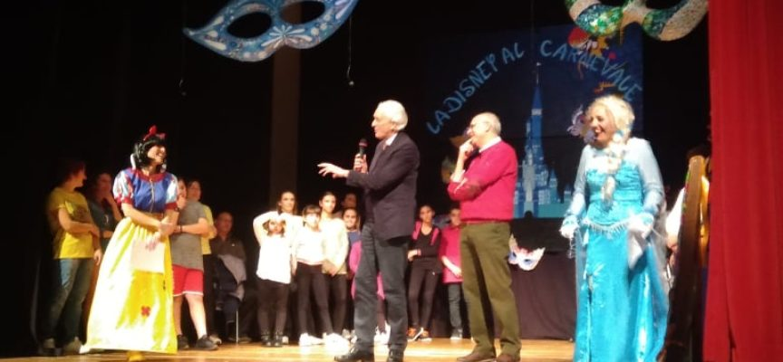 """Grande successo e posti in piedi, a Seravezza, per lo spettacolo organizzato dalla Pro Loco, """"La Disney al Carnevale"""""""