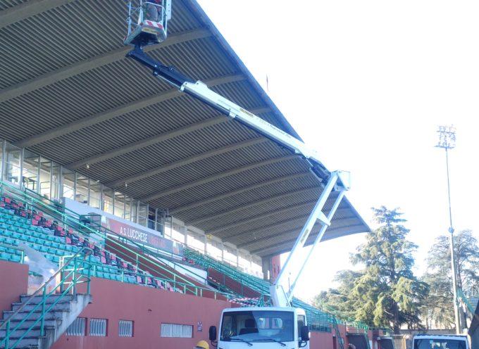 Allo stadio Porta Elisa sono iniziati stamani i controlli e le manutenzioni alla copertura della tribuna