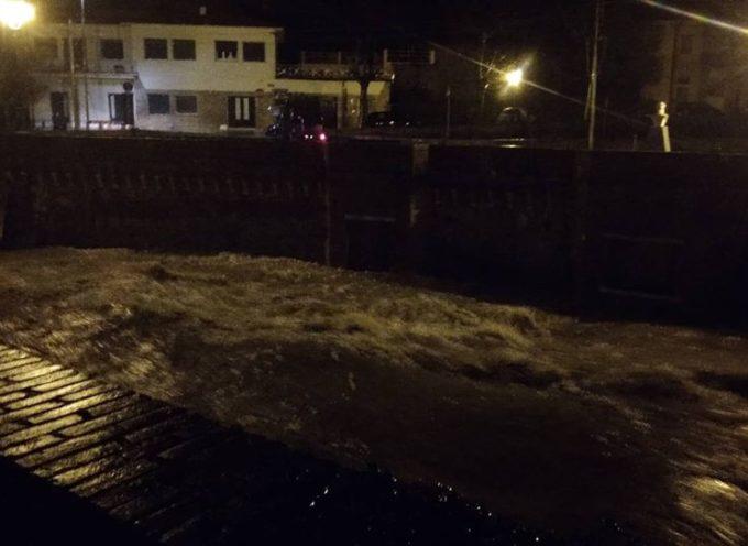 Frana in Località Riomagno di Seravezza, evacuate alcune persone da casa