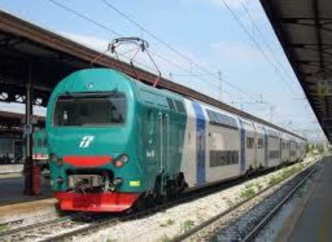 TRAGEDIA A PIEVE A NIEVOLE –  Si lascia travolgere dal treno sotto gli occhi degli automobilisti in coda
