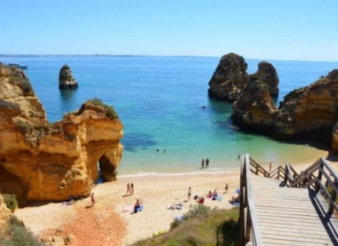 """Italiani in fuga, il Portogallo è il nuovo paradiso: """"Vita da ricchi con la stessa pensione e risparmi"""""""