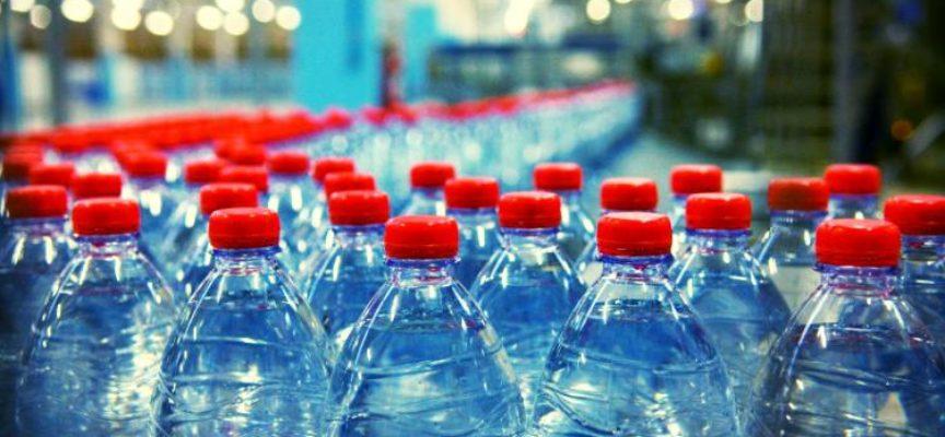 La grande truffa dell'acqua in bottiglia: