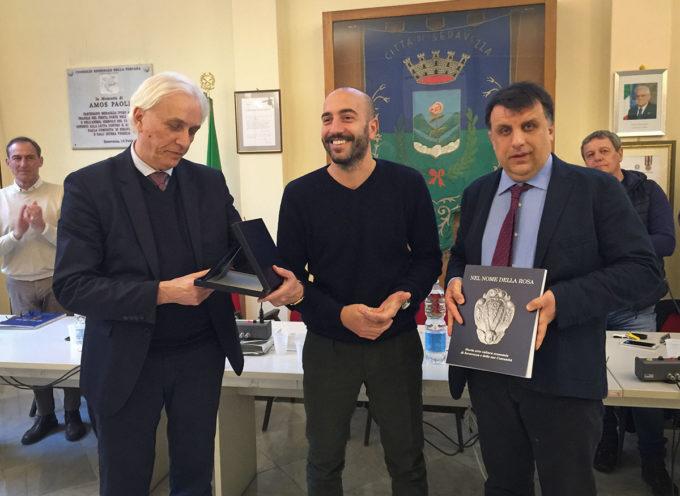 Talenti seravezzini: premiato in Consiglio Comunale il giornalista Fabio Tonacci