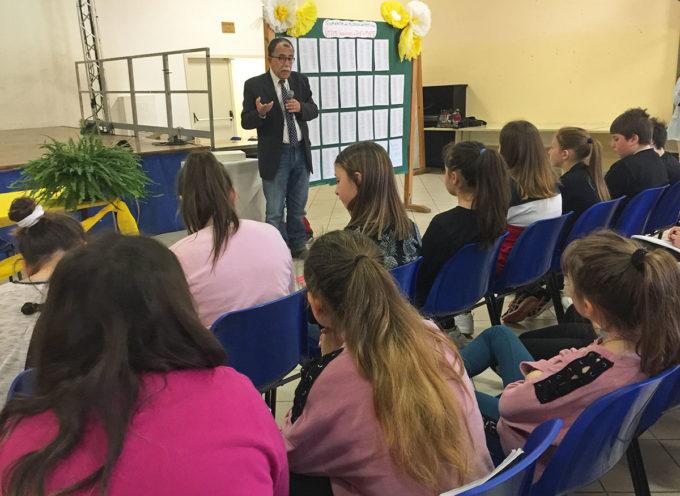 SERAVEZZA – Educazione alla legalità: partecipazione ed emozione nell'incontro degli studenti seravezzini con il giornalista Sandro Ruotolo