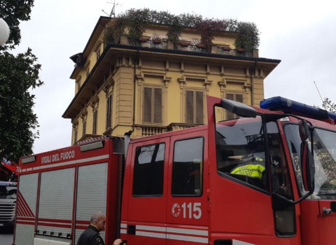 LUCCA – Palazzo in centro scoperchiato dal vento
