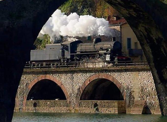 UNA FOTO  MERAVIGLIOSA Il treno a vapore sotto il Ponte del Diavolo