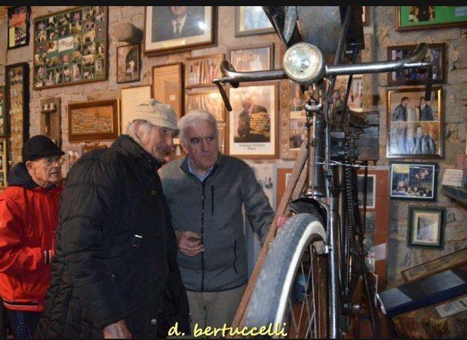 Una bicicletta da arrotino è stata donata da Umberto Antichi al Museo del Castagno di Colognora