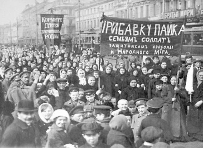 Secondo la tradizione oggi si celebra la donna in memoria delle operaie che morirono in un rogo negli Usa l'8 marzo 1908.