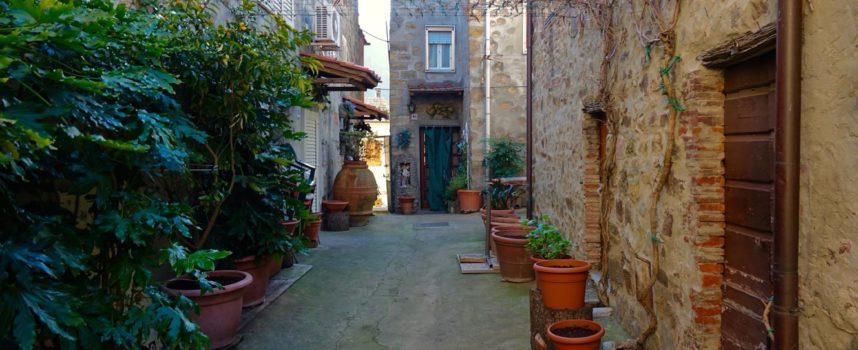 Girovagando…Castelvecchio di Compito, un piccolo borgo su una collina, affacciato su Bientina.